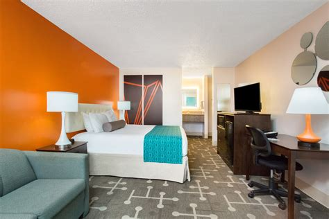 Rooms To Go Ocala Florida by Ocala Hotel Guest Rooms King Size Bed