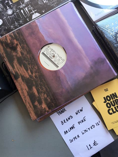 Everything Now Single Vinyl - arcade quot everything now quot released on vinyl listen