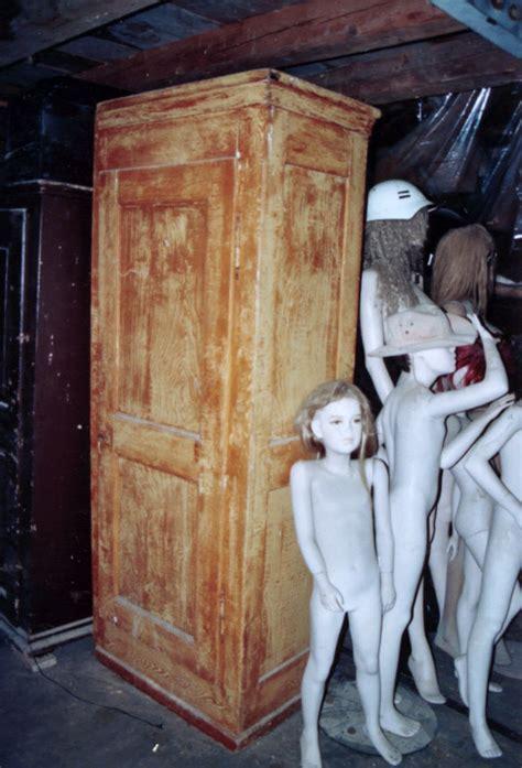 porte d armoire ancienne les invendables de la brocante traditionelle