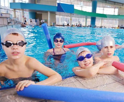 kinder schwimmen lernen wann tipps zum schwimmen und wasser 252 bungen f 252 r effektives