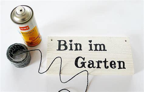 Lackieren Klarlack Schichten by Diy Anleitung Gartenschild Gute Stube