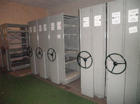 etageres archives bureau les ventes aux ench 232 res de mobilier et mat 233 riel de bureau