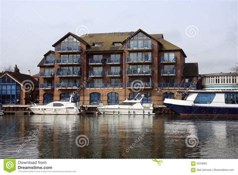 thames river property buildings along the river thames stock photos image 5253663