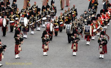 04 massed pipes ad drums with highland dancers 2017 quebec city edinburgh royal military tattoo 2