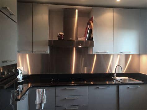 d馗o cr馘ence cuisine les atouts d une cr 233 dence inox dans la cuisine