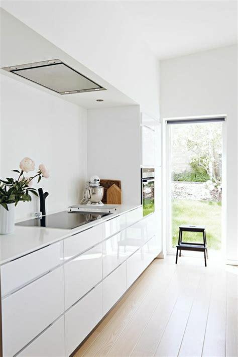 cuisine 駲uip馥 blanc laqu馥 la cuisine blanche laqu 233 e en 35 photos qui vont vous