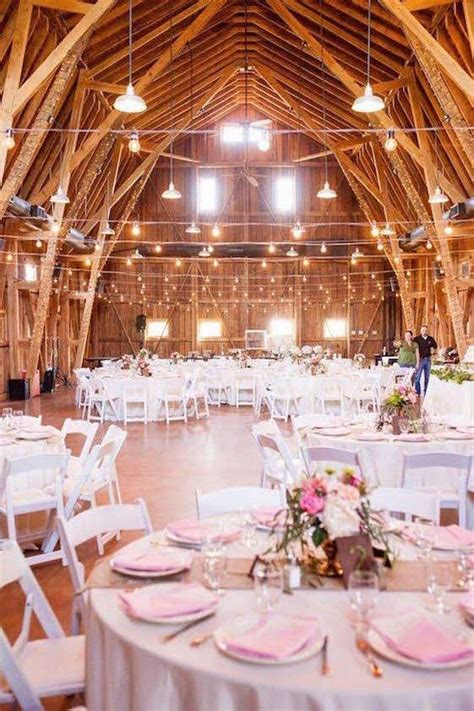 Planning Barn Weddings: Tips & Facts That'll Keep You Up