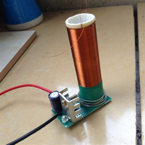 Diy Tesla Coil Tesla Coil Electronics Enthusiasts Diy Mini