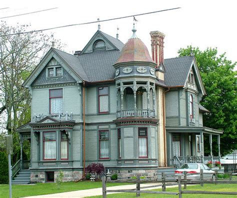 queen anne home what style of home design would you pick home owner buff