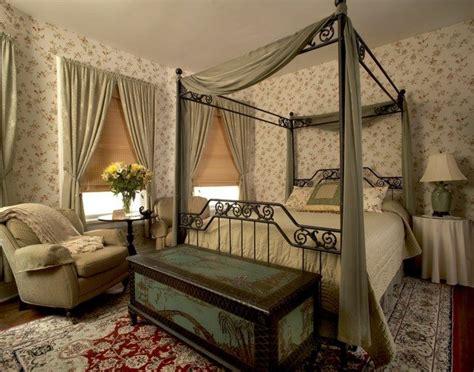 transforming  bedroom  luxury canopy beds decor
