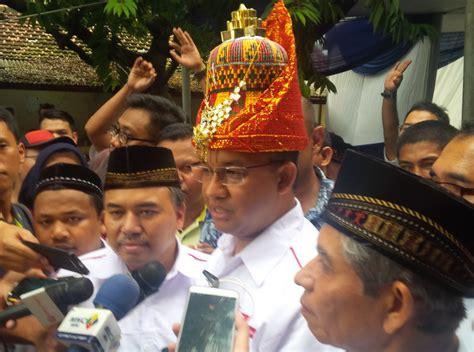 Peci Khas Nasional didapuk sebagai tamu kehormatan anies baswedan dihadiahi