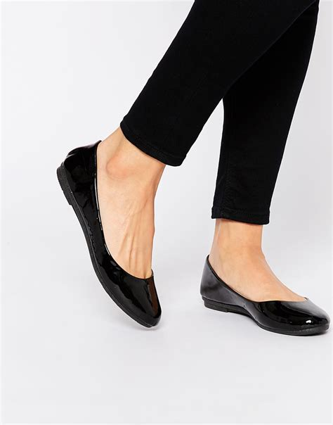 flat ballet shoes lyst black patent ballet flat shoes in black