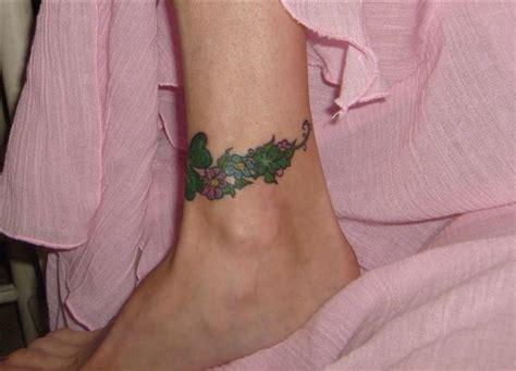fiori caviglia 77 tatuaggi con motivi sul collo piede