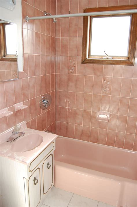 bathroom decorating ideas with pink tile