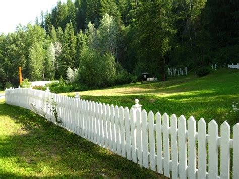 A ? SUBLIPALAWAN Style : 26 Cheery White Picket Fence Ideas and Designs