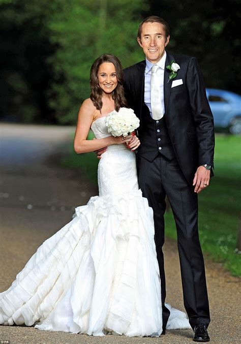 hochzeitskleid pippa middleton is this pippa middleton s 163 40 000 wedding dress daily