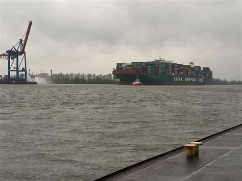 welche schiffe liegen im hamburger hafen die quot globe quot das weltgr 246 223 te containerschiff im hamburger