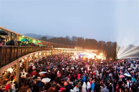 line up for loch lomond shores christmas lights switch on