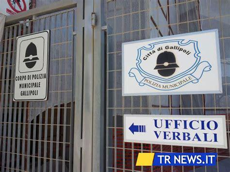 polizia municipale pavia raid nel comando della polizia municipale rubate pistole