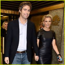fox news megyn kelly family megyn kelly holds hands with husband douglas brunt amid