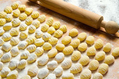 gnocchi fatti in casa gnocchi fatti in casa una preparazione base della cucina