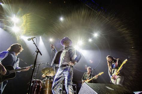 toronto house music musicians praise canada s house band tragically hip