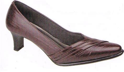 Sepatu Boot Wanita Kulit model sepatu kulit untuk wanita images