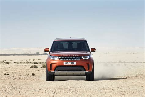 foto bdg land rover video carwow drives the new land rover discovery bmw