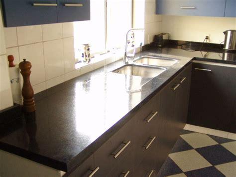 floor to ceiling quartered walnut echowood veneer cabinet cubierta granito con lavaplatos empotrado puertas