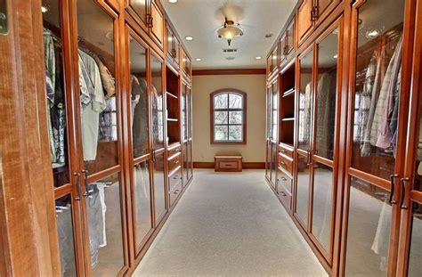 20 walk in closets that will make your jaw drop page 3 of 4