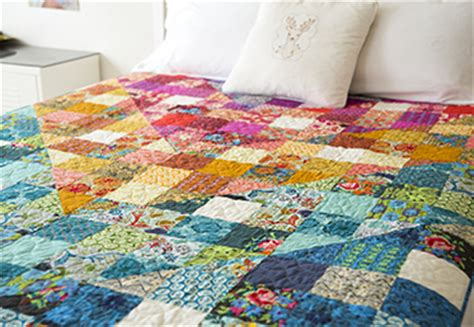 steppdecke farbig color dive half square triangle quilt by horner