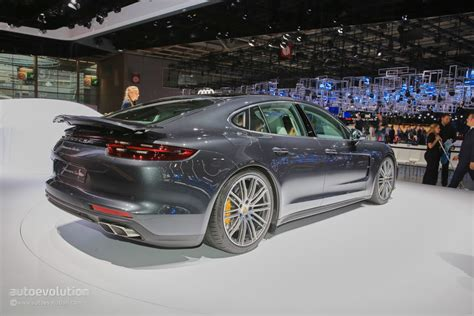 porsche 2017 4 door update 2017 porsche panamera looks like a four door 911