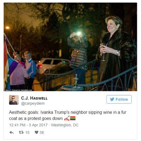 imagenes de hola vecina vecina se hace famosa por observar una protesta en contra