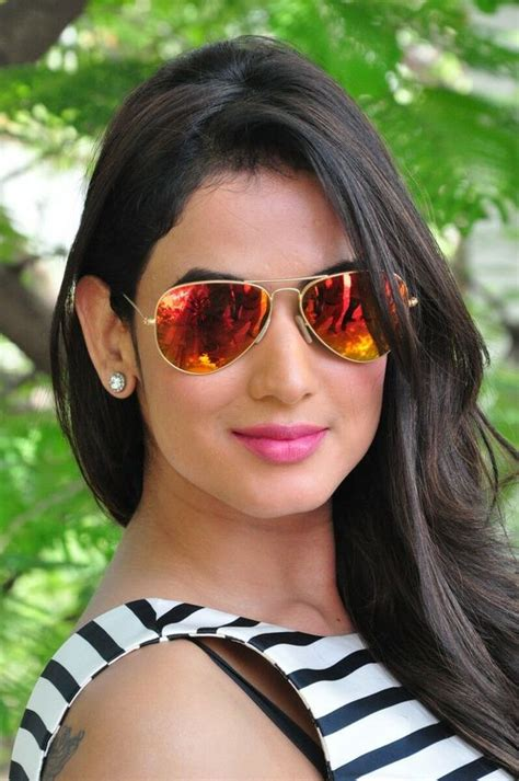 sonal chauhan sister photos 15 hot spicy photo s of sonal chauhan jannat fame