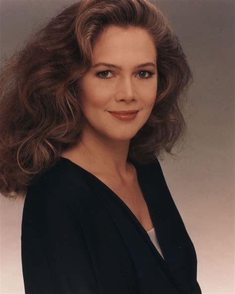 how tall is kathleen turner and weight actress kathleen turner is 60 she was born 6 19 in 1954