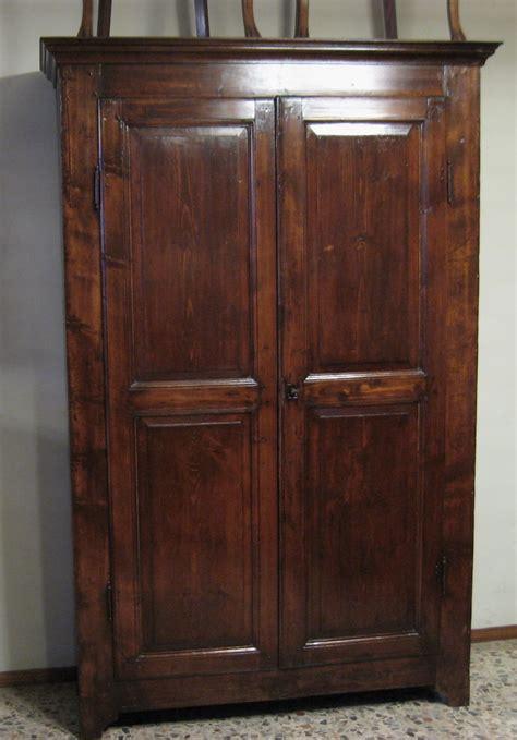 armadi antichi come scegliere un armadio antico e d antiquariato