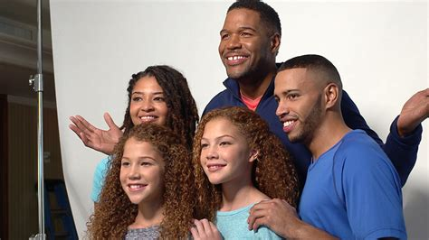 what kind of haircut does michael strahan have michael strahan and kids people tv people com mobile