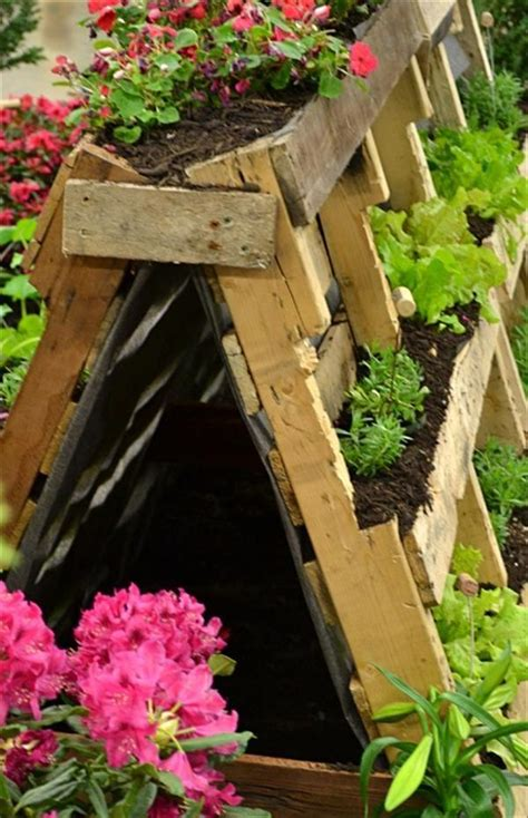 Diy Recycled Planters by Diy Recycled Pallet Garden Planters Pallets Designs