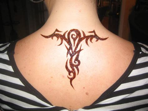 simple design of tattoo henna back ideas and henna back designs