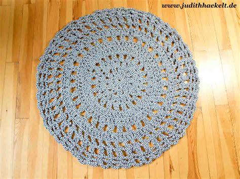 teppich häkeln anleitung teppich aus textilgarn judithhaekelt de