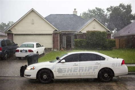 Harris County Sheriff Warrant Search Hcso Deputies Serve Search Warrant On Atascocita Home Houston Chronicle