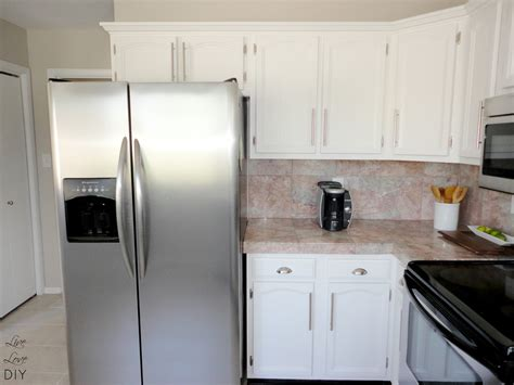white painted kitchen cabinets livelovediy how to paint kitchen cabinets in 10 easy steps