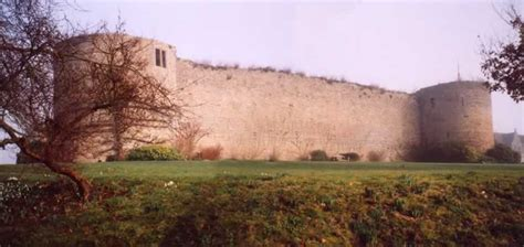 Uk Email Search Barnwell Castle Picture 2 Oundle Northtonshire