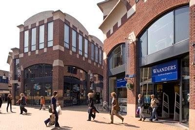 speelgoed eiland zwolle bouwinvest verhuurt 4 000 m2 winkels in winkelcentrum het