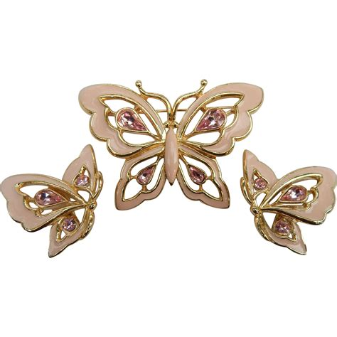 Butterfly Set Pink trifari pink enameled butterfly set from antiquelyourfancy