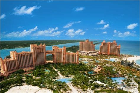 Bahamas' Atlantis, Ocean Club Resorts Change Hands after
