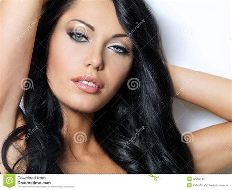 Blus Morena mujer morena con los ojos azules hermosos foto de archivo