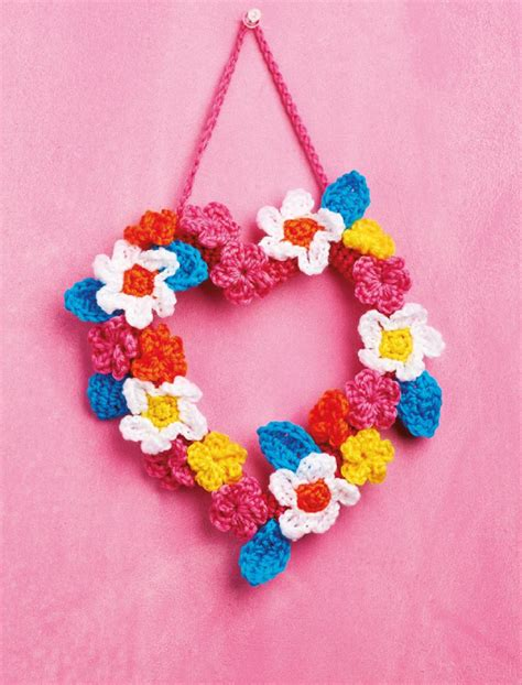 pattern for heart wreath flower heart wreath crochet pattern