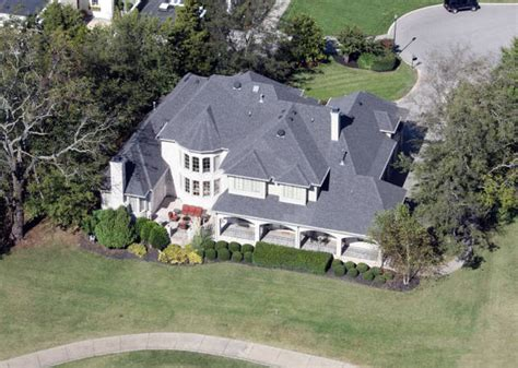 carrie underwood house celebrity homes the palatial pads of the american idol judges and winners
