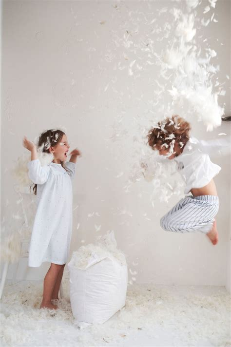 how to a pillow fight best 25 pillow fight ideas that you will like on